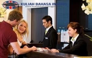 Contoh Dialog Percakapan Bahasa Inggris Untuk Memesan Kamar di Hotel dan Artinya
