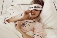 Perbedaan 'Wake Up' vs. 'Get Up' beserta Contoh dalam Bahasa Inggris yang Harus Kamu Pahami