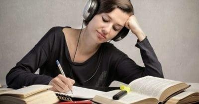 bekerja-belajar-mendengarkan-musik