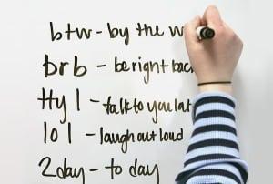 Kumpulan Singkatan Gaul Bahasa Inggris Paling Terkenal beserta Contoh dalam Kalimat
