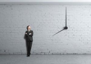 In Time vs On Time : 2 Ketepatan Waktu yang Berbeda, Penjelasan serta Contoh WAJIB Kamu Tau.
