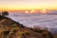 Contoh Descriptive Text 'Rinjani Mountain' Dalam Bahasa Inggris Beserta Artinya