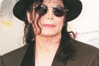 Descriptive Text : Michael Jackson Dalam Bahasa Inggris Beserta Artinya