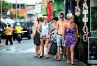 Contoh Dialog Bahasa Inggris Dengan Turis Di Tempat Wisata Beserta Artinya
