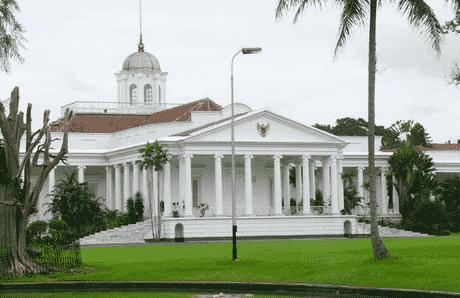 Descriptive Text : Istana Negara Dalam Bahasa Inggris Beserta Dengan Arti Lengkap